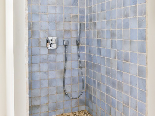 "Special shower ""track back"" on the ground floor"